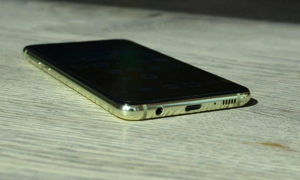 3219 1024x614 - بررسی تلفن هوشمند Galaxy S10e سامسونگ