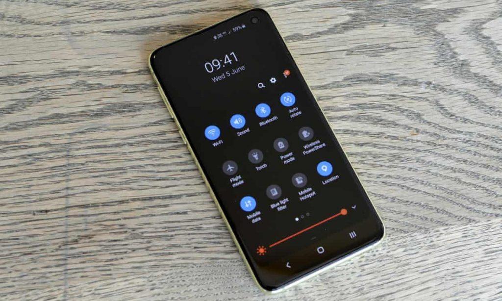 3689 1024x614 - بررسی تلفن هوشمند Galaxy S10e سامسونگ