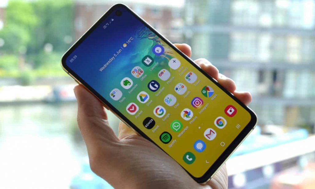 3704 1024x614 - بررسی تلفن هوشمند Galaxy S10e سامسونگ